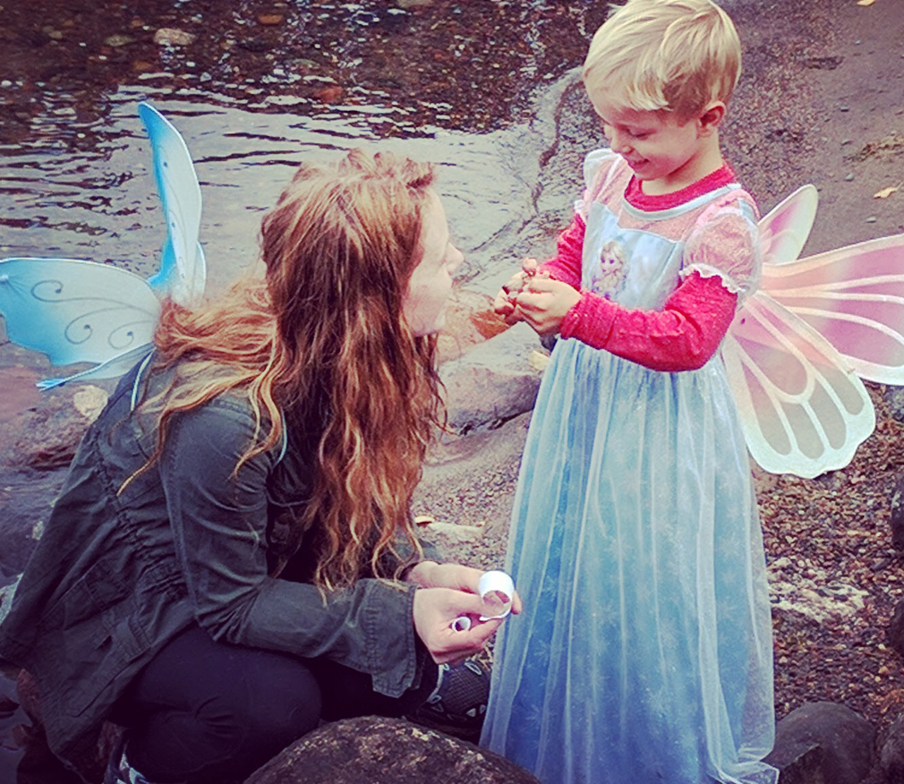 Fairy Scavenger Hunt with kids for Autumn. themamavillage.com