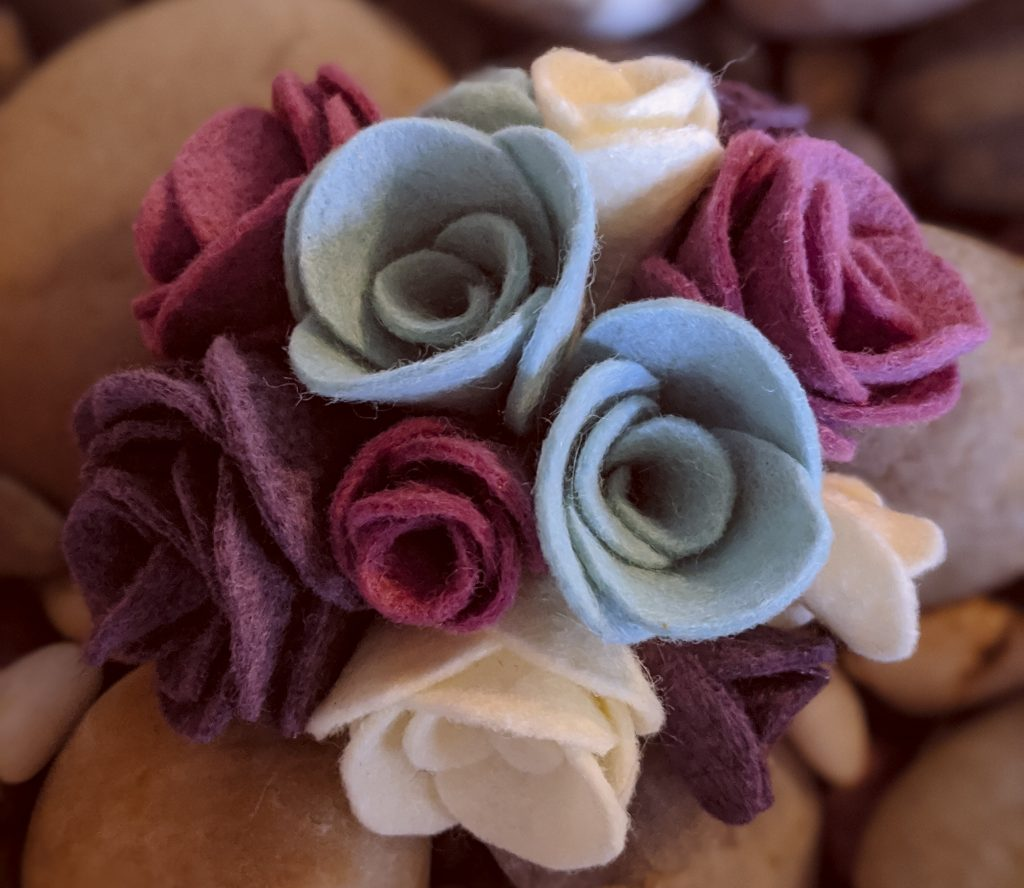 Felt Rose DIY. themamavillage.com